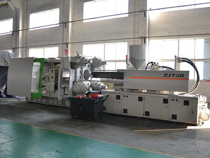 Z 750 tons of injection molding machine